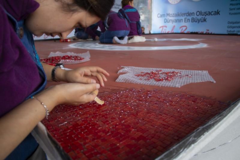 Dünyanın En Büyük Cam Mozaik Türk Bayrağı'nın Yapımı Başladı