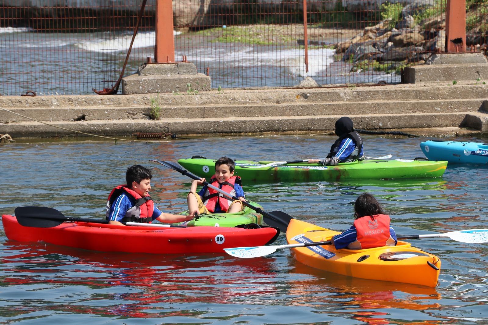 Okullar Tatile Girdi, Kanolar Suya İndi