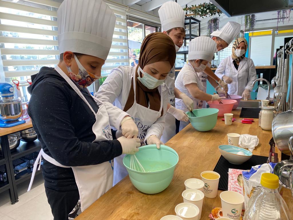 AKDEM Mutfak Atölyesi'nin Dumanı Tütüyor