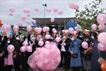 Pembe Balonlar Meme Kanserine Farkındalık İçin Uçuruldu