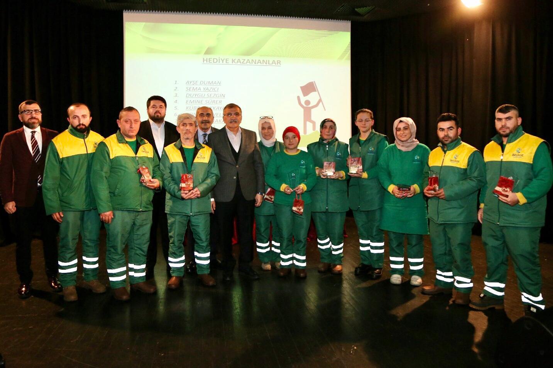 Başarılı Temizlik Personeline Altın Ödülü